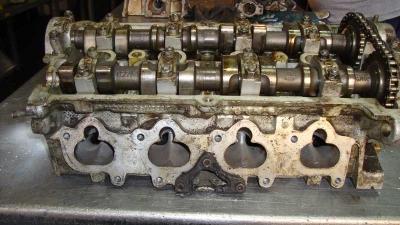 Volkswagen Passat 051103373 Silindir Kapağı